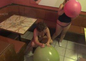 ActionGirl - 2 Riesenluftballons 2/2