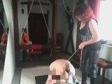 Amateurvideo Ich habe dem Sklaven Befohlen nackt im Auto vor meiner Tür von DOMJacqueline