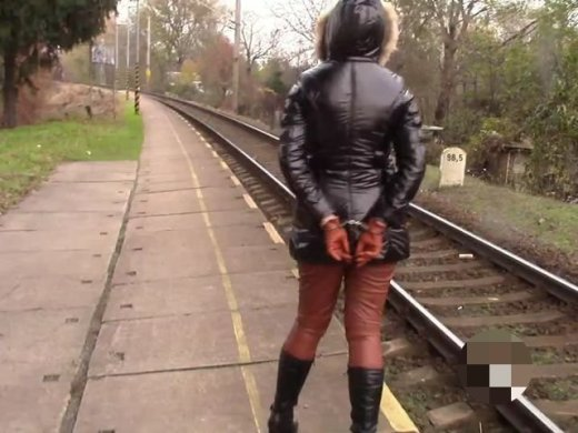 Amateurvideo Am Bahnhof von bondageangel