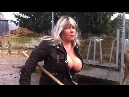 Sexy im Stall – Tueten raus beim ausmisten