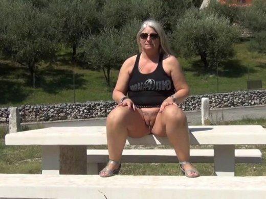 Geiles Public-Pissen auf einer Aussichtsplattform in Italien