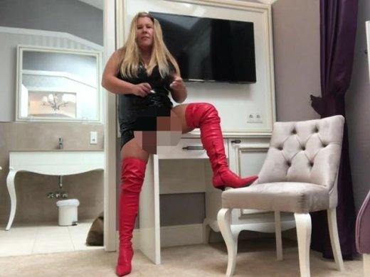 Amateurvideo Knallerfrau ! Lack und Leder - Fetisch-Dusche!!!! von KimVanDyke