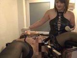 Amateurvideo Domina fickte mich hart, mit der Fickmaschine, bis zum Mega-Squirt! von RosellaExtrem