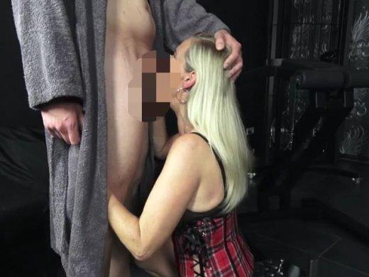 Amateurvideo Porno-Casting im Swingerclub von DirtyTina