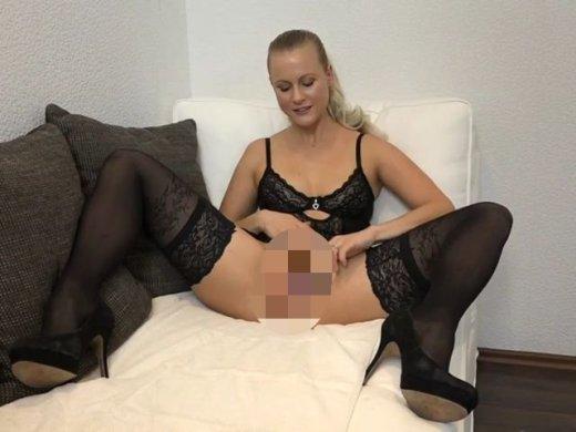 Amateurvideo Notgeile Spermafotze heftig abgefingert von XPoppSieX