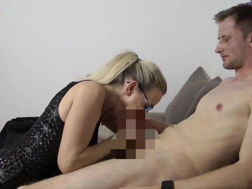 Amateurvideo Abmahnung! Azubi zum ficken verführt! from DirtyTina