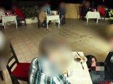 Amateurvideo Public extrem! Geiler 3-er im Restaurant! 5x gespritzt von Alexandra_Wett