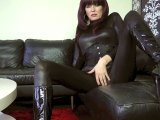 Amateurvideo Mindfuck- Wetlook und Lackstiefel from JuicyJulie