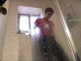 Amateurvideo Duschen im Pyjama von Ero2nite