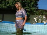 Amateurvideo In Waders und blauem PVC Outfit Outdoor von sexyalina