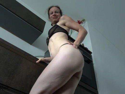 Sexy Strip mit Wichsanleitung